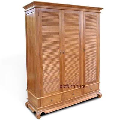 Wooden three door opium wardrobe cupboard (1)