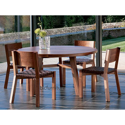 Round_wooden_fourleg_dining_table (1)