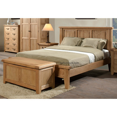 Teak_bed_with_chest