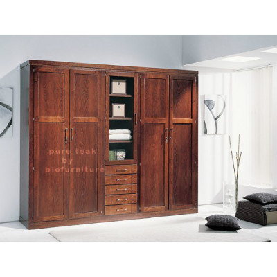 Wardrobe_in_pure_teak_wood_with_natural_finish
