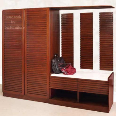 Wooden_wardrobe_with_seating