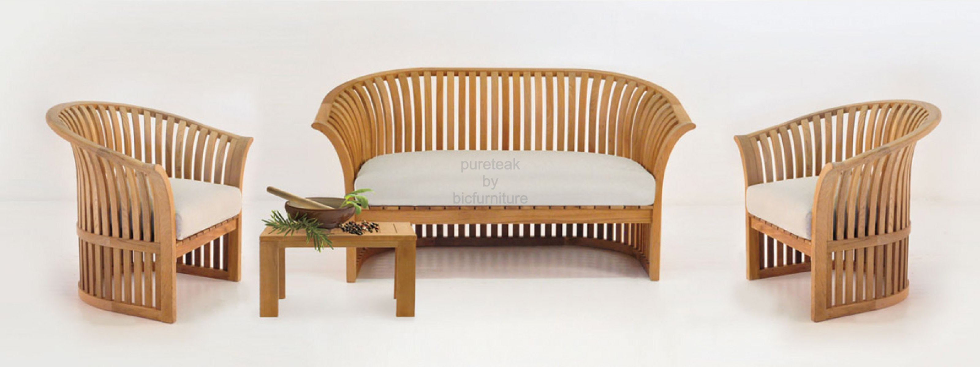 Traditional wooden sofa sets home the honoroak for Traditional wooden sofa set designs